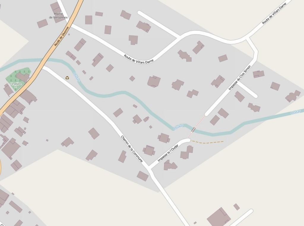 Au centre, la nouvelle passerelle permet de franchir l'Oudar et évite de grands détours aux piétons et cyclistes.