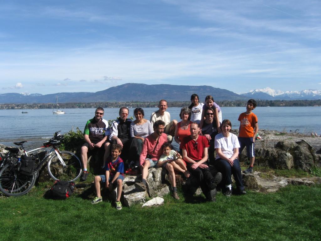 Le groupe au bord du lac.
