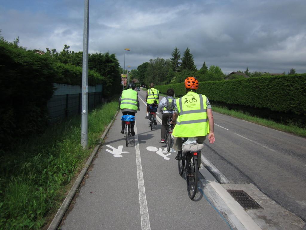 Entre Ferney et Prévessin, sur la piste cyclable.