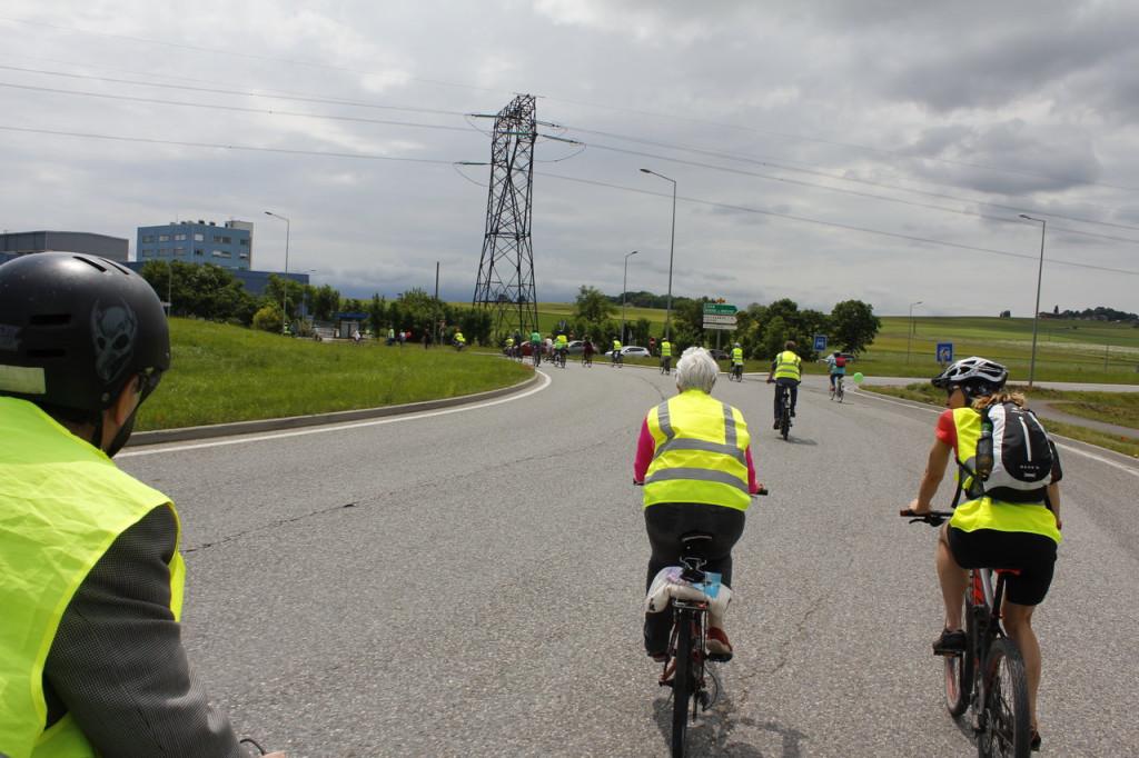 Sur le rond-point de France réservé aux vélos, un vrai bonheur !